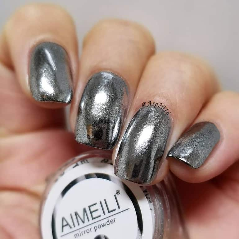 Silver metallic nail color trends
