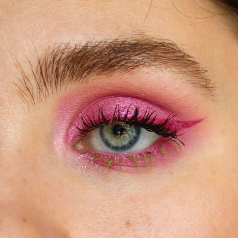 Makeup trends 2020 winter: pink eyes
