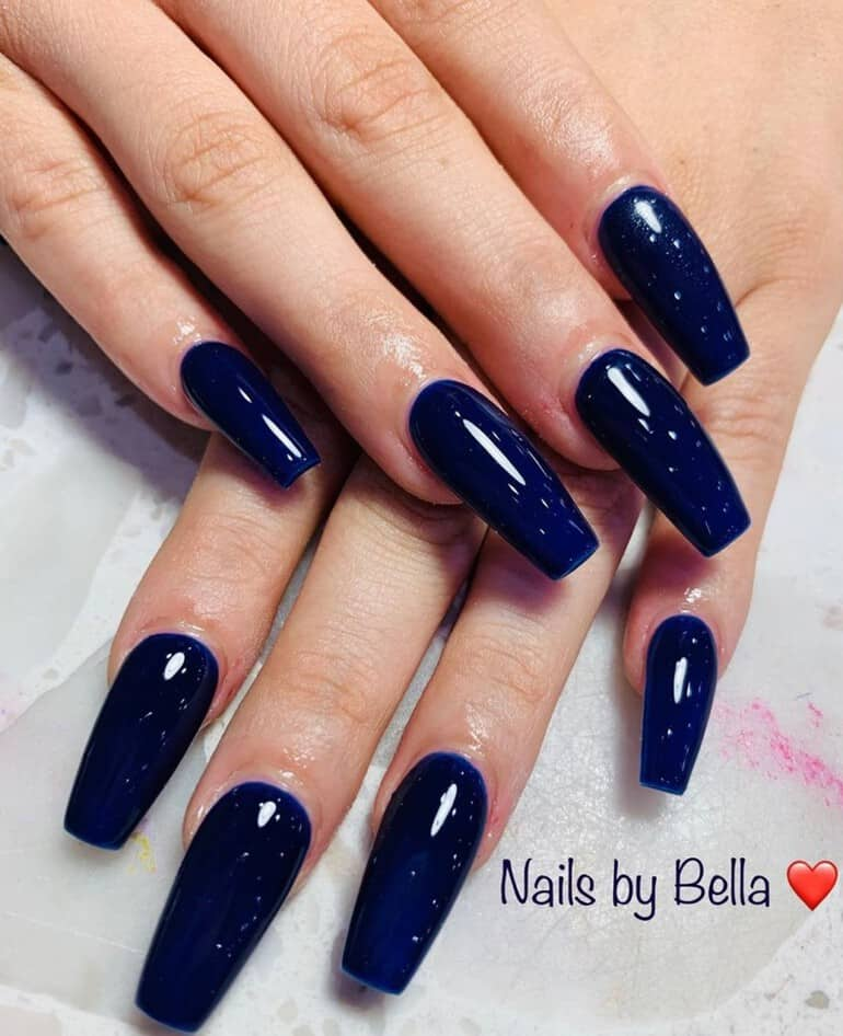 Deep blue in 2020 nail trends