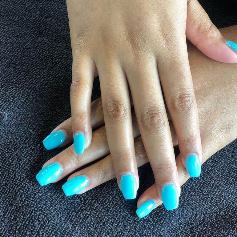 Turquoise nail polish spring 2021