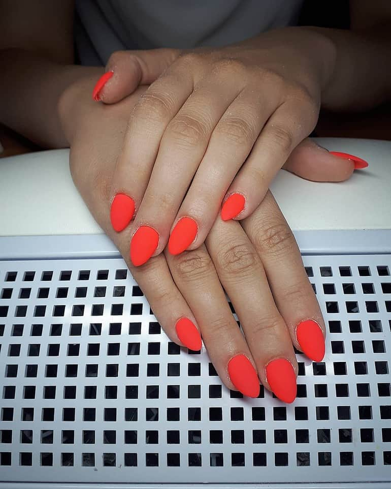 Coral nail varnish 2020