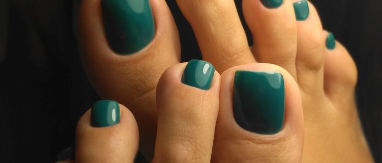 Dark green pedicure colours 2020