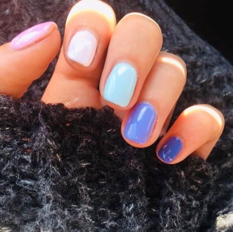 Plain colors as short nails trend 2020